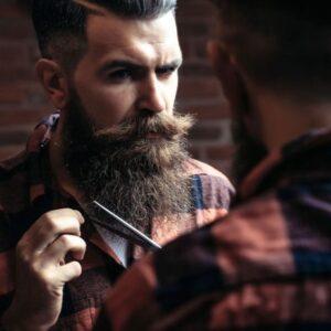 Styling per uomo baffi e capelli